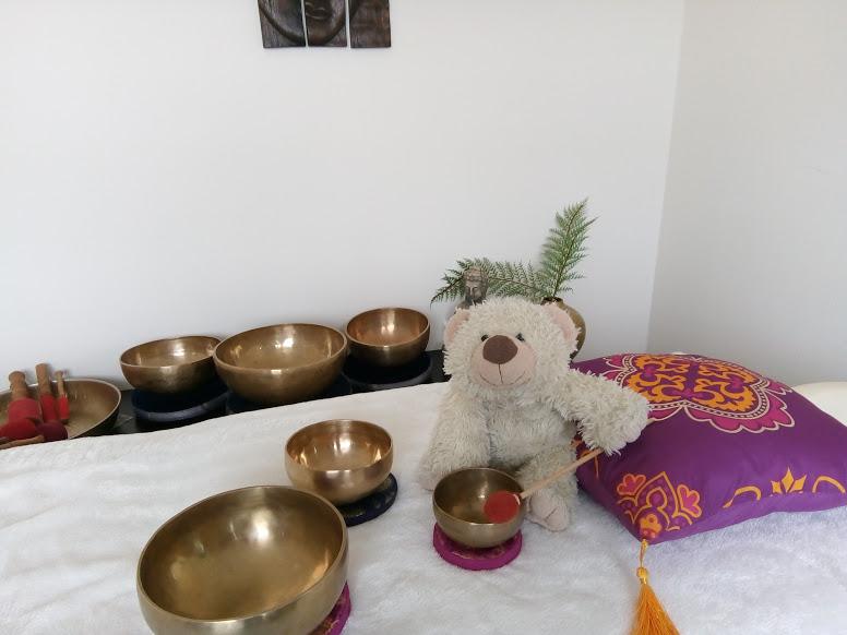 kids klankschaalmassage, klankschaalmassage brengt ontspanning, klankschalen zijn leuk, singing bowls, balans in jezelf arnhem