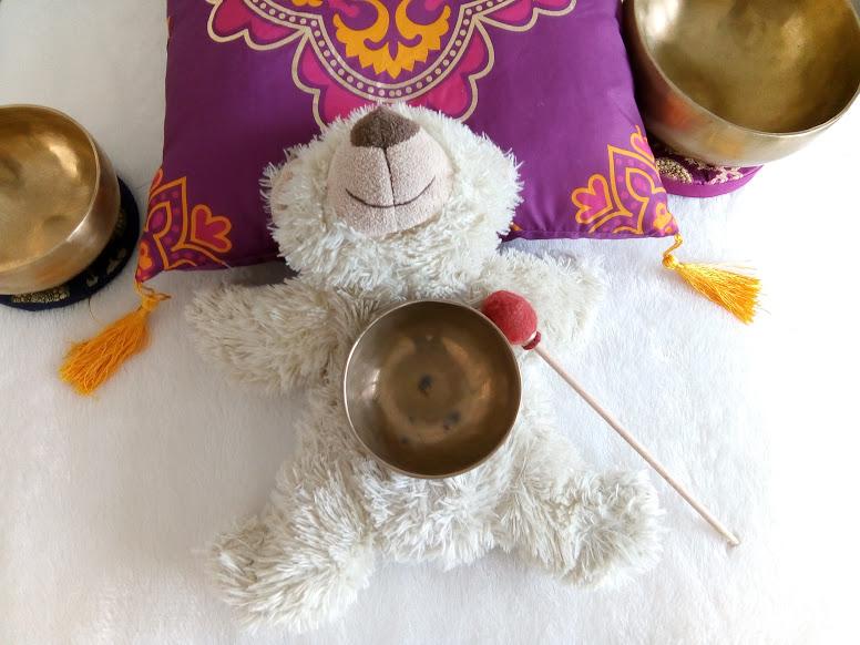 klankschaalmassage op knuffel van kind, balansinjezelf.com, ontspannen met klankschalen arnhem ede wageningen velp